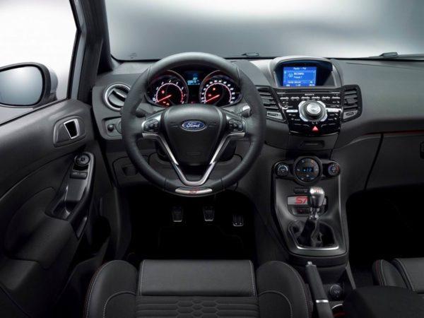Салон хэтчбека Ford Fiesta