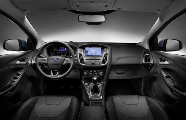 Фото салона Форд Фокус 3 вагон