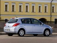Nissan Tiida хэтчбек 2013 фото
