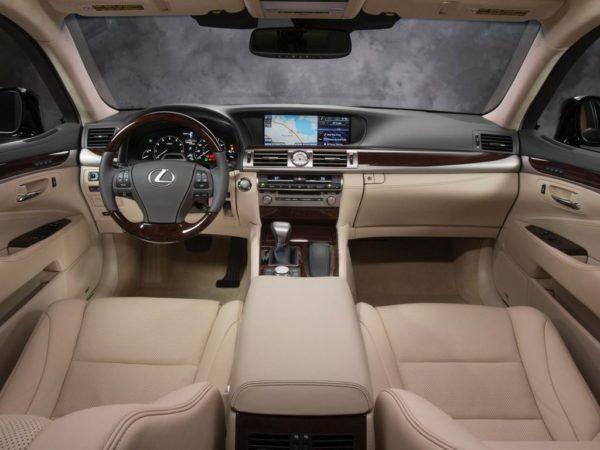 Салон седана Lexus LS XF40