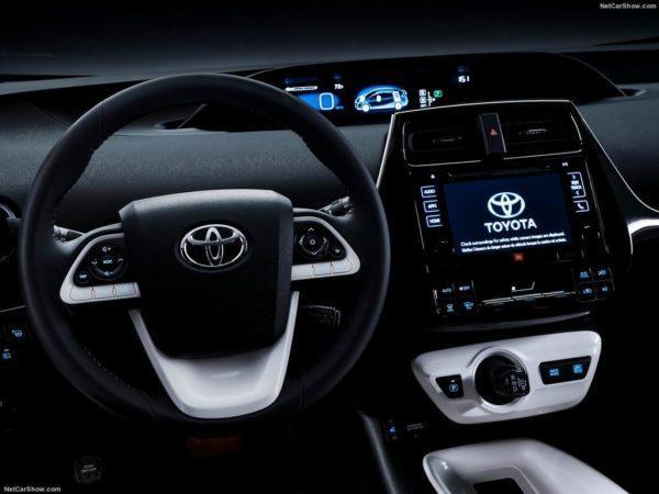 Салон новой Toyota Prius