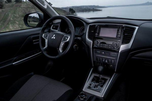 Салон нового Mitsubishi L200 2020