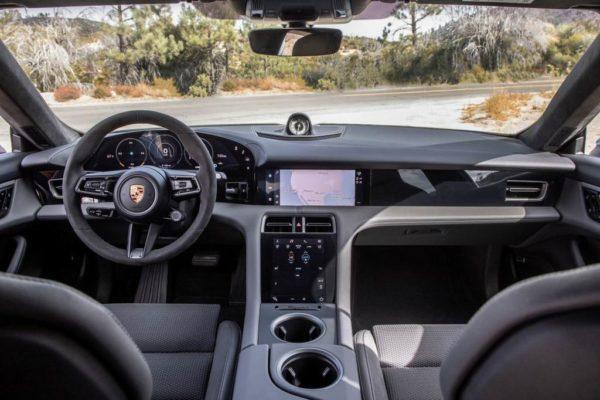 Салон Porsche Taycan