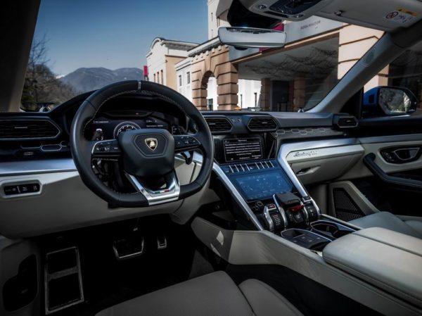 Салон Lamborghini Urus