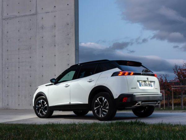 Новый Peugeot 2008 2021