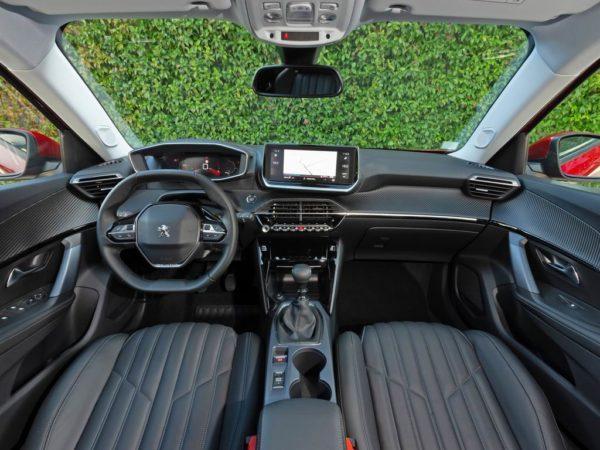 Салон Peugeot 2008 2021