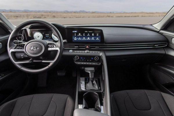 Салон Hyundai Elantra 2021
